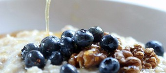 Energising Porridge With Blueberries, Toasted Walnuts And Honey Recipe