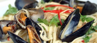 Iron-Rich Linguini With Mussels, Chilli, White Wine And Crème Fraîche Recipe