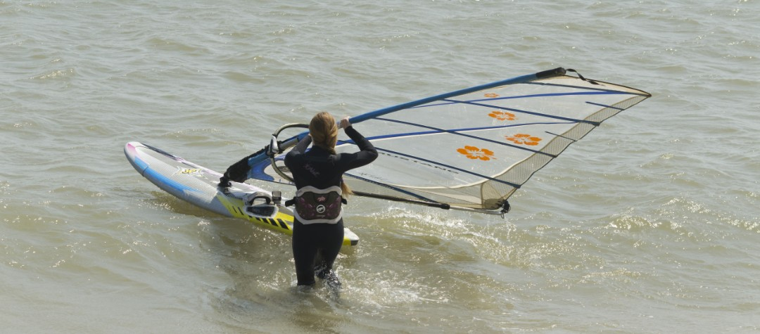 Top 10 Places To Learn Windsurfing In The UK