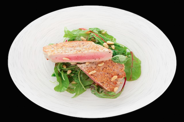 An image of Healthy Warm Salad Of Seared Tuna With White Beans Recipe