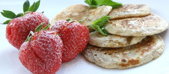 Healthy Hot Oatcakes With Strawberries And Minted Maple Syrup Recipe